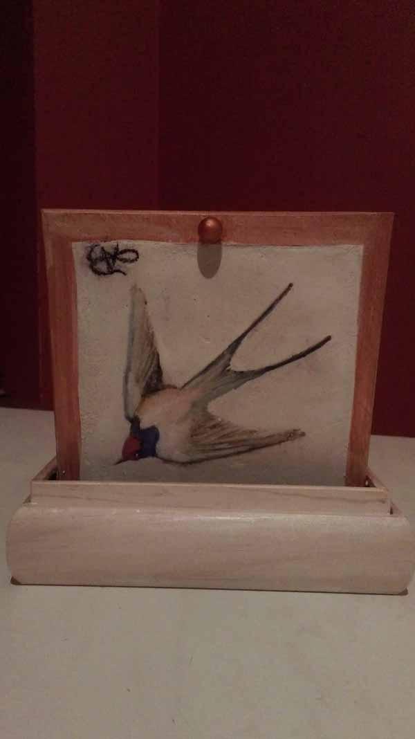 Boite à bijou avec une fresque représentant une hirondelle